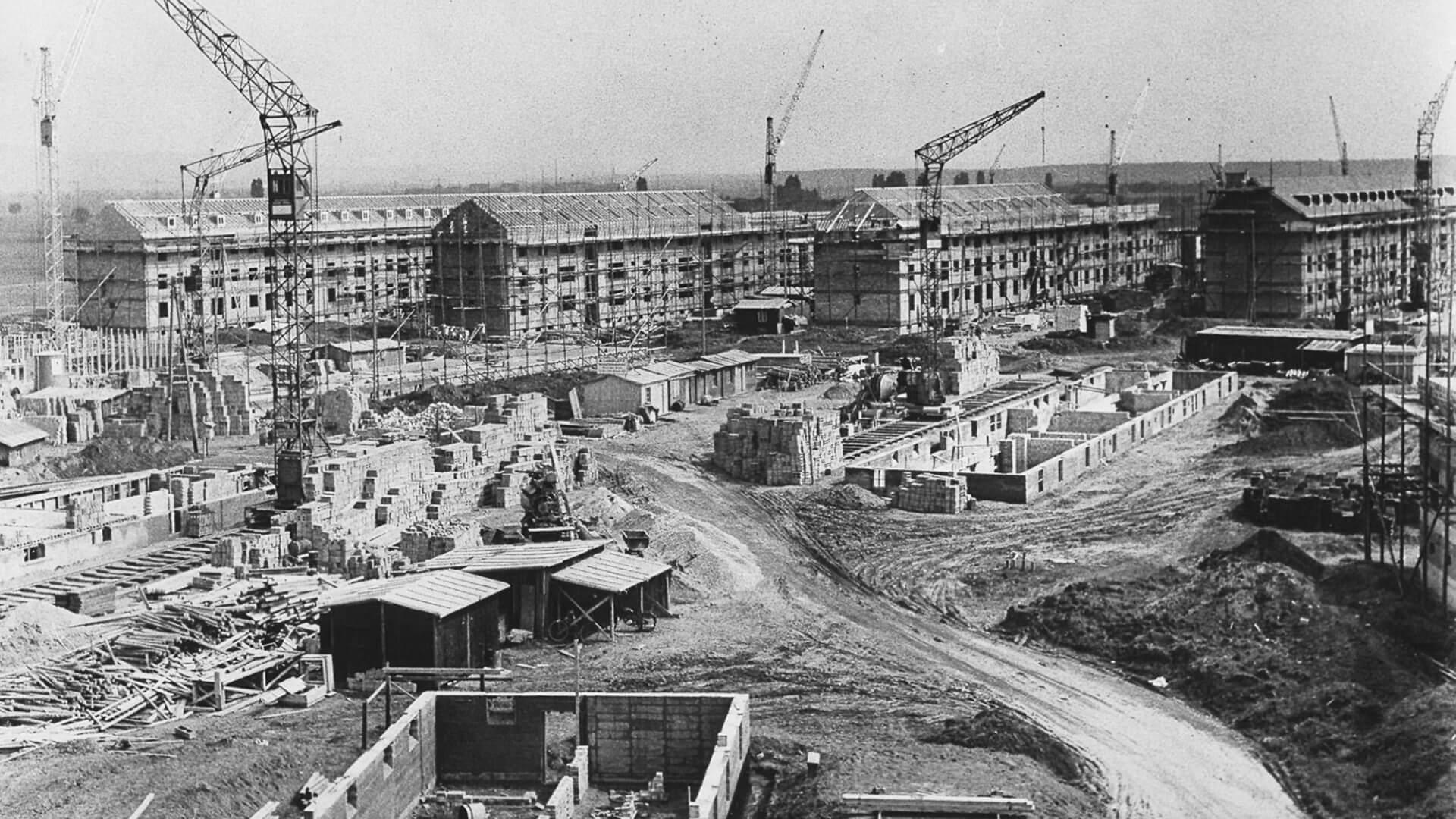 Von 1953 bis 1958 entsteht Patrick-Henry-Village als Wohnsiedlung für die US-Militärs; hier: Bau der Zeilenbauten mit Mietwohnungen. © Stadtarchiv Heidelberg